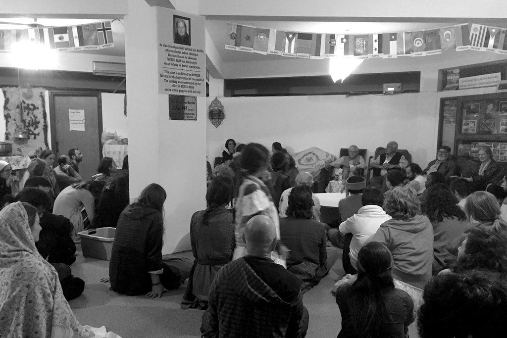 Rahmi Oruç Güvenç sohbet sırasında. 4 Nisan 2015, Gökçedere, Yalova, Türkiye